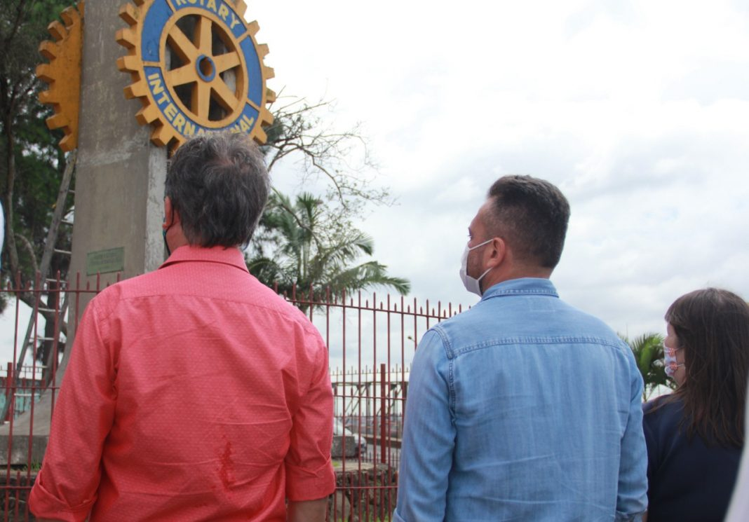 Prefeito Eduardo Boigues participa do aniversário de 42 anos do Rotary Club - Foto - Verônica Ribeiro